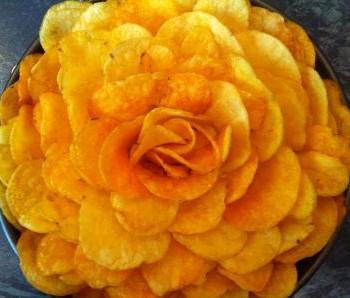 Салат роза с чипсами