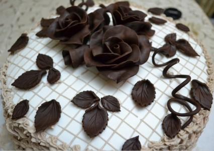 Шоколадные розы на торт
